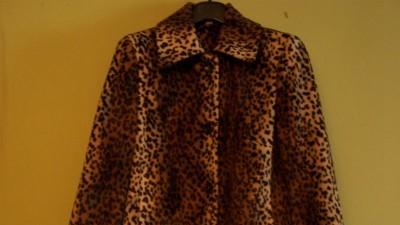 Stylowy plaszczyk - wzór uwielbiany przez ikony mody