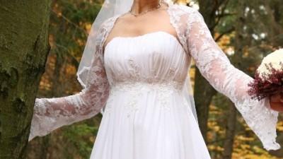 Subtelna i szuykowna biała suknia (model 515 Biancaneve)