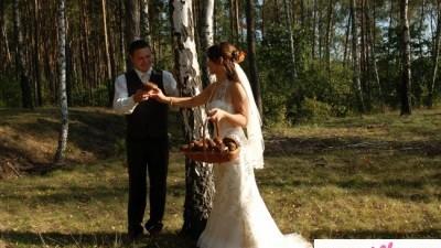 Sukienka ślubna elegancka i romantyczna