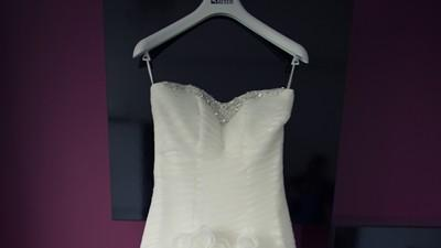Suknia ecru model z 2012 roku