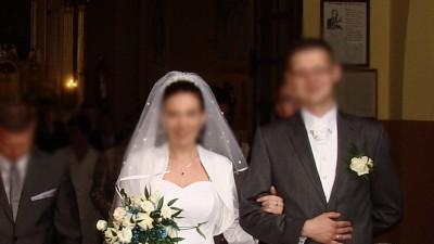 Suknia ślubna 38-40 biała sprzedam cena do uzgodnienia