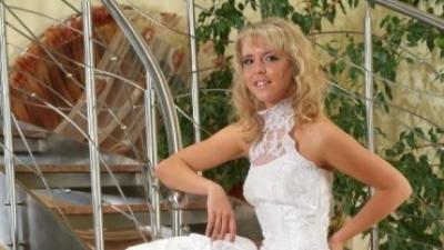 Suknia ślubna biała Kareen 8108 ze stójką z koronki