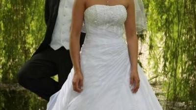 Suknia slubna biala z kolekcji Demetrios 2009