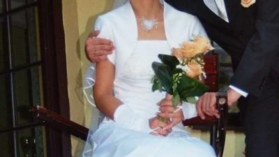Suknia ślubna dodatki, buty i bolerko 400 zł.
