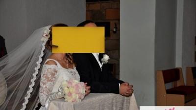 Suknia ślubna Dogma firmy Maggio Ramatii, z koronkowym welonem