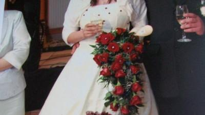 Suknia ślubna ecru z bordowymi akcentami
