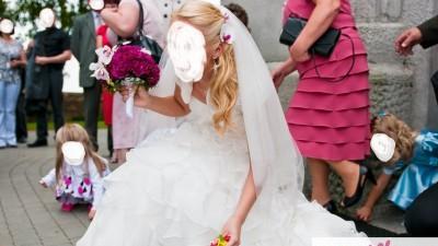 Suknia Ślubna Elianna Moore Aqua falbany Ivory