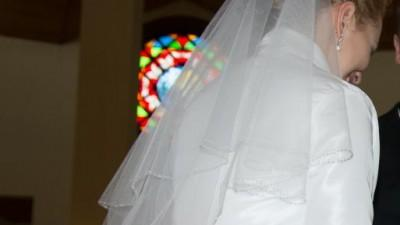Suknia ślubna falbany, koronki - dodatki