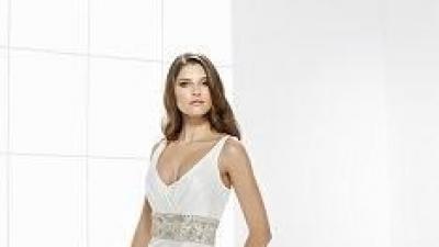 Suknia ślubna firmy Gala, kolekcja 2009, model HOLLIE
