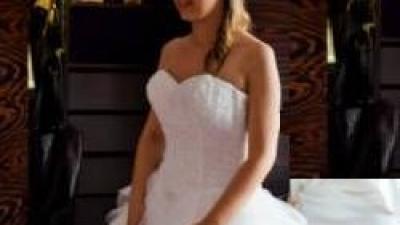 Suknia ślubna Herm's Cianno - kobieca, zwiewna z piórami