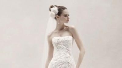 Suknia ślubna KORONKA model 2012 OLEG CASSINI