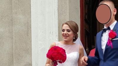 Suknia ślubna kryształki, kamyczki, błyszcząca. na model Herm's Bridal