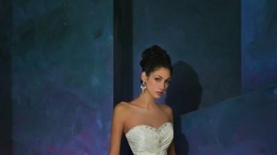 Suknia ślubna Lisa Ferrera Cosmobella 2008, model 7242, roz 40