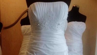 suknia ślubna model 2010,stan bdb,tren,tafta