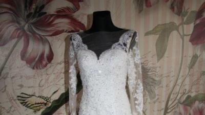 Suknia ślubna. Piękne plecy i tren