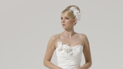 Suknia ślubna ponad 100 modeli od 500 do 700 złotych.