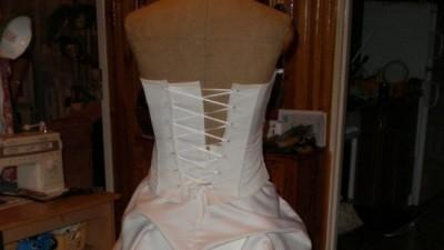 Suknia ślubna w bardzo dobrym stanie( www.rossalie.kielce.pl) nazwa Agnes