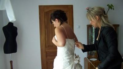 suknia ślubna w kolorze szampana