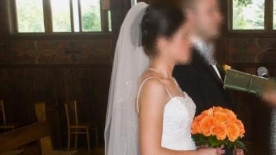 suknia ślubna w komplecie z welonem