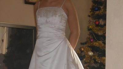 """Suknia ślubna w kształcie litery """"A"""""""