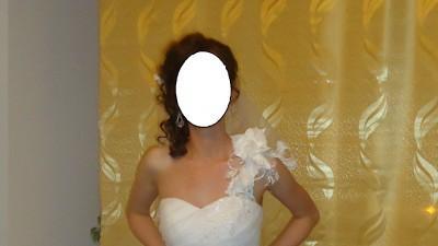 """Suknia ślubna w stylu hiszpańskim z """"odpinanym dołem""""."""