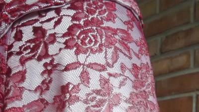 suknia ślubna z bordowej koronki