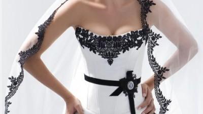 Suknia ślubna z czarną koronką modeca