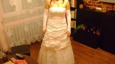 Suknia ślubna z dodatkami.(pełny komplet)