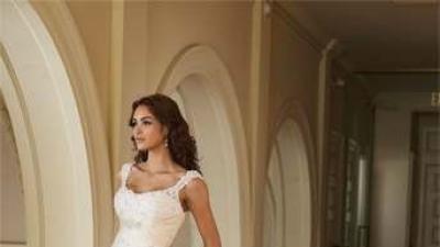 Suknia ślubna z dwoma welonami w komplecie