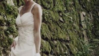 Suknia ślubna z jedwabnego szyfonu z trenem