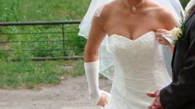 suknia ślubna z kaieniami swarovskiego