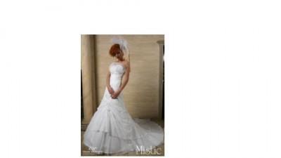 Suknia slubna z kolekcji Emmi Mariage