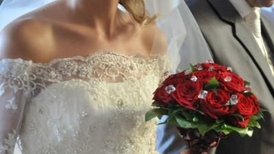Suknia ślubna z kolekcji Gala 2009 - Gella