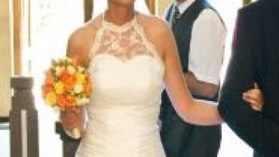 Suknia ślubna z koronkowym golfikiem