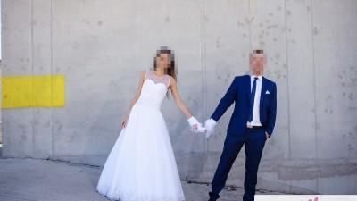 Suknia ślubna z koronkowymi plecami r. 34