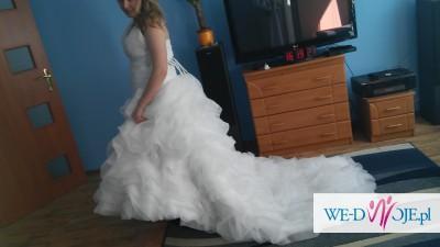 suknia slubna z trenem