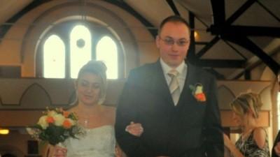Suknia ślubna z trenem i gorsetem