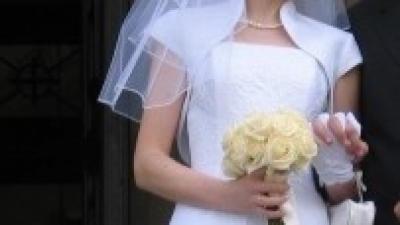 Suknia śubna, biała, satynowa, piękna lecz prosta