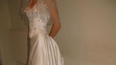 Suknia z pięknym trenem