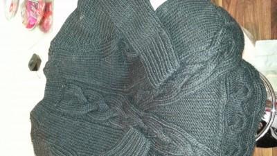 swetr czarny