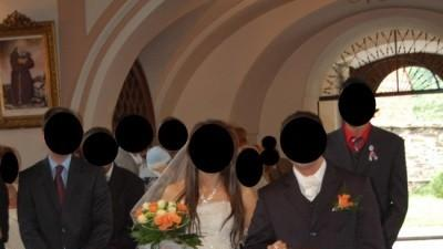 Szedam cudną suknie ślubną!!!