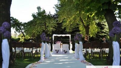 szeroki biały dywan do ślubu