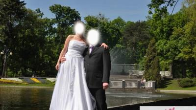 Tania i delikatna sukienka ślubna