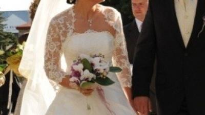 tania i elegancka suknia ślubna ecri