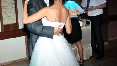 tiulowa suknia slubna a'la kim kardashian