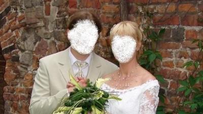 w klasycznym stylu,skromna ale bardzo efektowna suknia ślubna