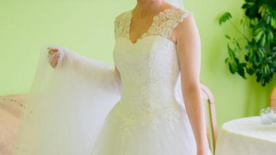 Wyjątkowa suknia ślubna + 5 metrowy tren i welon