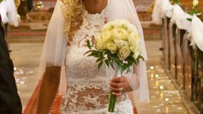 wyjątkowa suknia ślubna rybka Farage