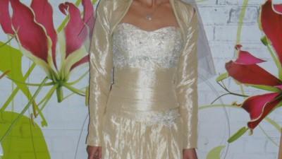 Wyprzedaż kolekcji 2011 nowa suknia slubna model Asinna