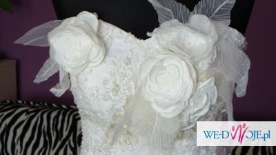 Wyszukana suknia ślubna w kolorze szampana